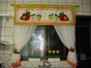 Занавески для кухни с аппликацией