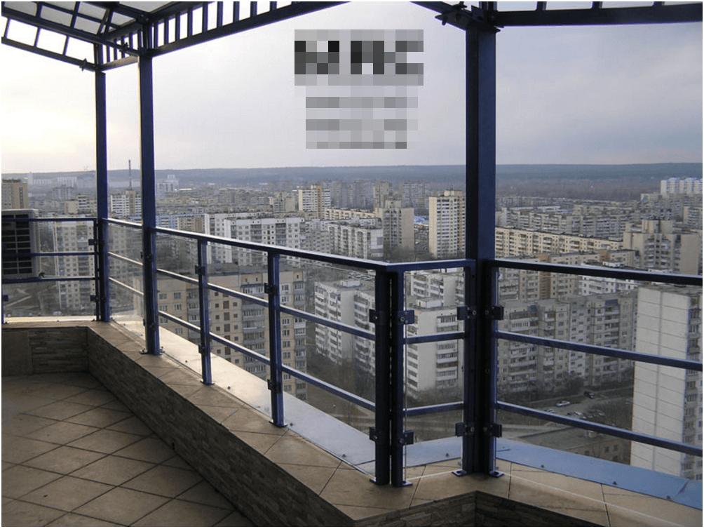 Ограждение террасы традиционным русским способом.