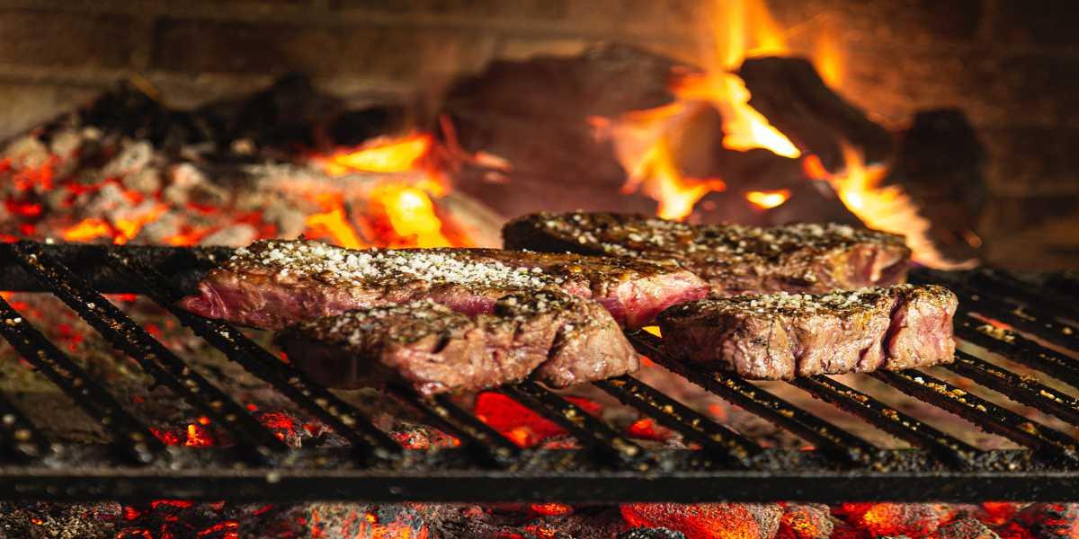Жарим мясо барбекю
