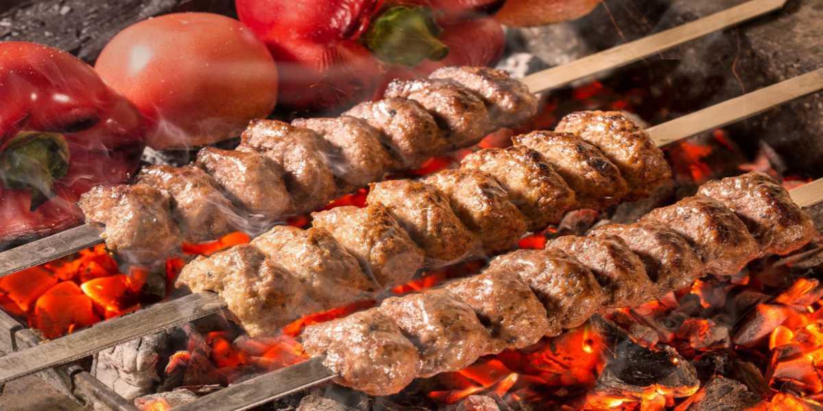 Жарим мясо на мангале